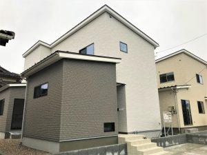 リビングを中心とした家事動線づくり、制震装置MAMORYを搭載した家