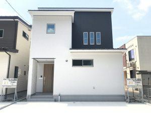 山が近い閑静な住宅街に建つ5LDKの家