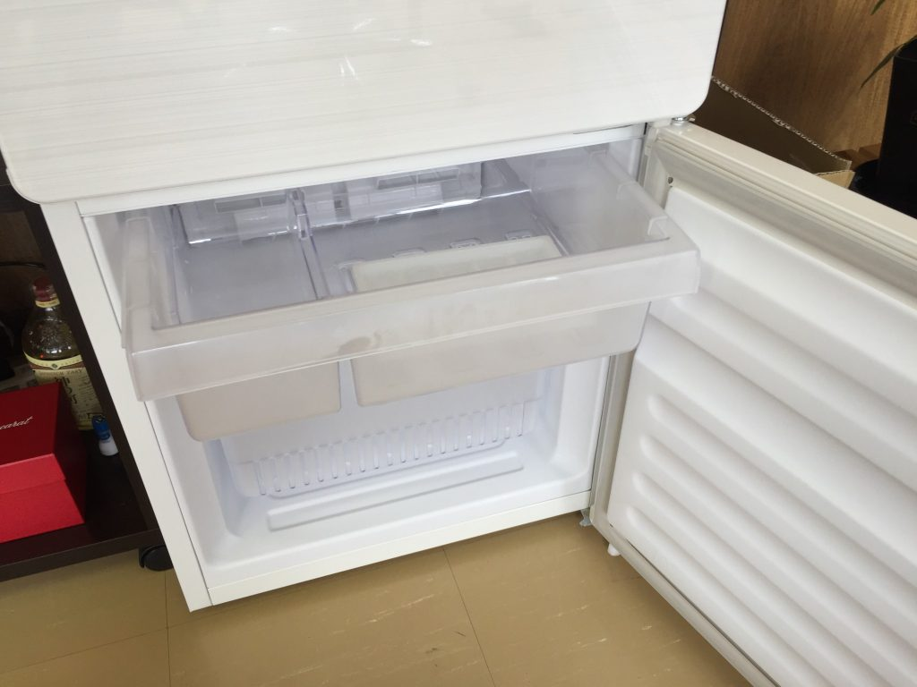 ユーイング 110L 2ドア冷蔵庫 下の段 UR-F110H-W